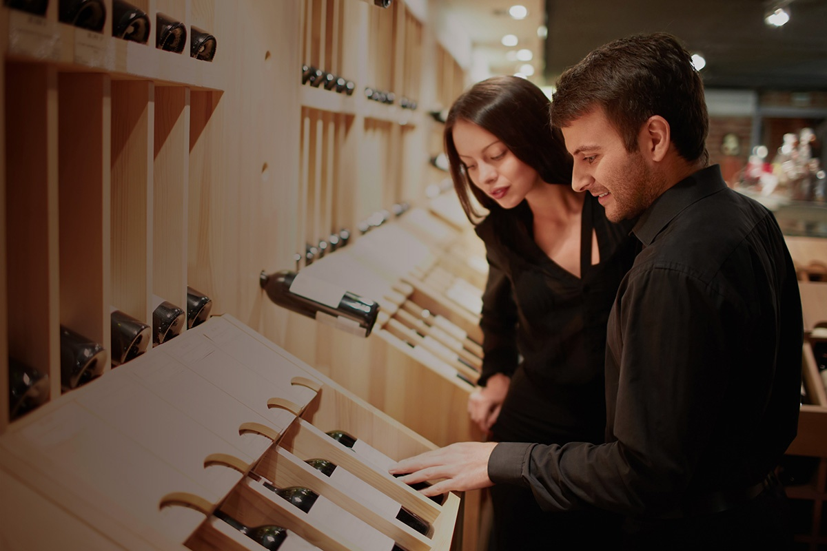 young-couple-shopping-for-wine-counterfeiting
